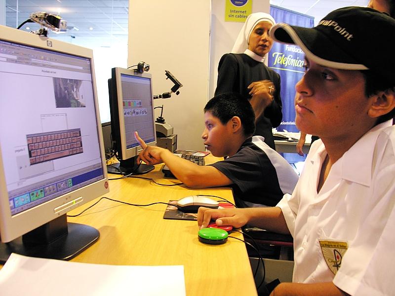 Unión de Ciegos del Perú distingue a la Fundación Telefónica por su aporte a favor de las personas con discapacidad