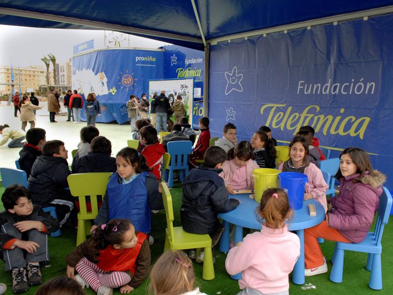 La Caravana Proniño es un espacio multidisciplinar donde se realizarán actividades orientadas a niños de educación infantil, primaria, secundaria y padres y docentes