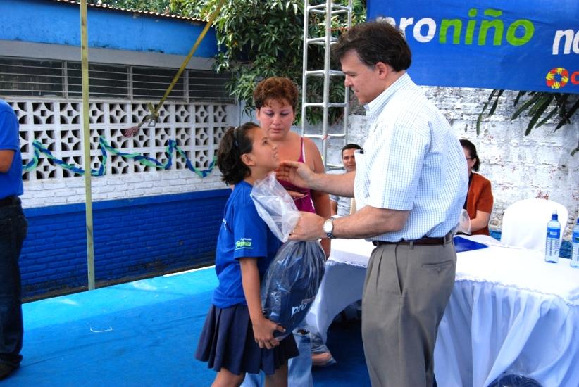 Proniño, de Fundación Telefónica, inicia la entrega de becas escolares en Nicaragua