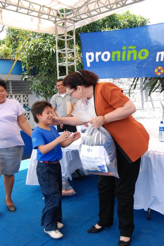 El acto simbólico se realizó en la Escuela Enmanuel Mongalo y Rubio de Matagalpa y contó con la presencia Juan Manuel Argüello, Director País de Telefónica y del Ing. Zadrach Zeledón, Alcalde Municipal de Matagalpa