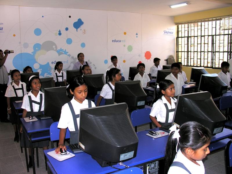 Con la entrega de esta Aula Fundación Telefónica, se estimula y promueve el uso educativo de herramientas y recursos tecnológicos que mejoren el aprendizaje de los alumnos.