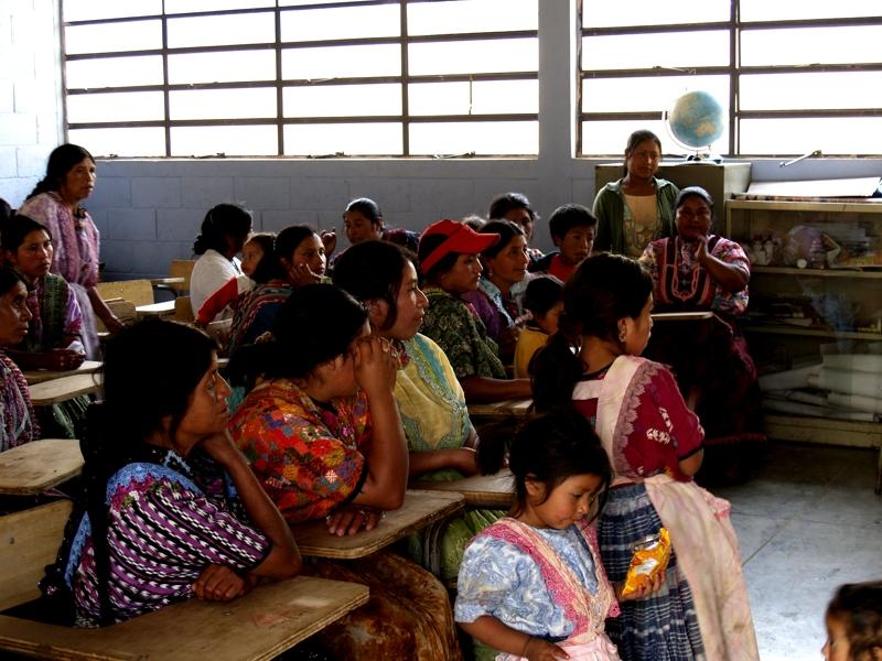 Fundación Telefónica capacita a padres de familia de niños Proniño en temas relacionados con el trabajo infantil y sus derechos