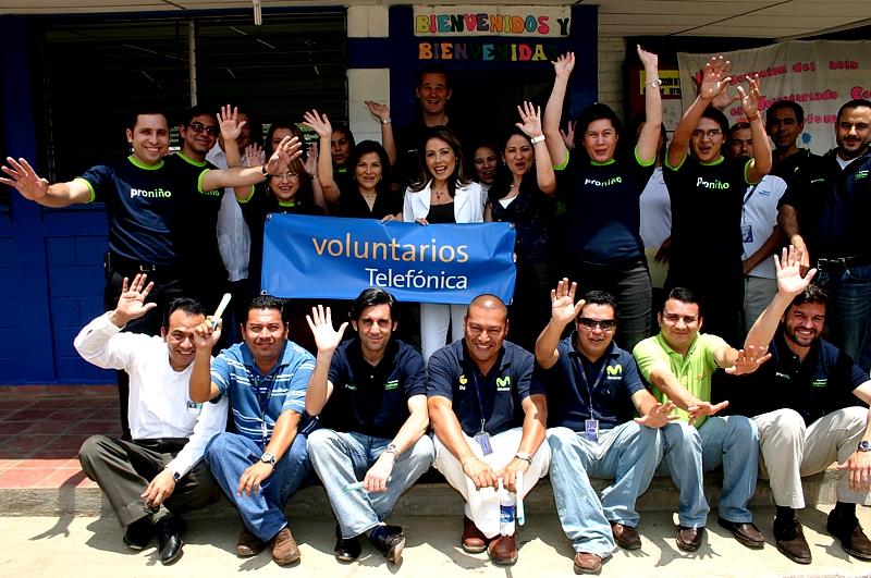 Voluntarios Telefónica entregan aula para alumnos del Centro Escolar Las Lajas en El Salvador