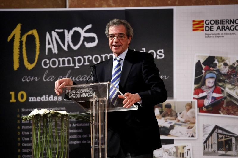 Durante su intervención tras recibir el premio, César Alierta ha destacado que Aragón es una Comunidad pionera y referente en la aplicación de las TIC en la educación, destacando especialmente el trabajo realizado en las zonas rurales