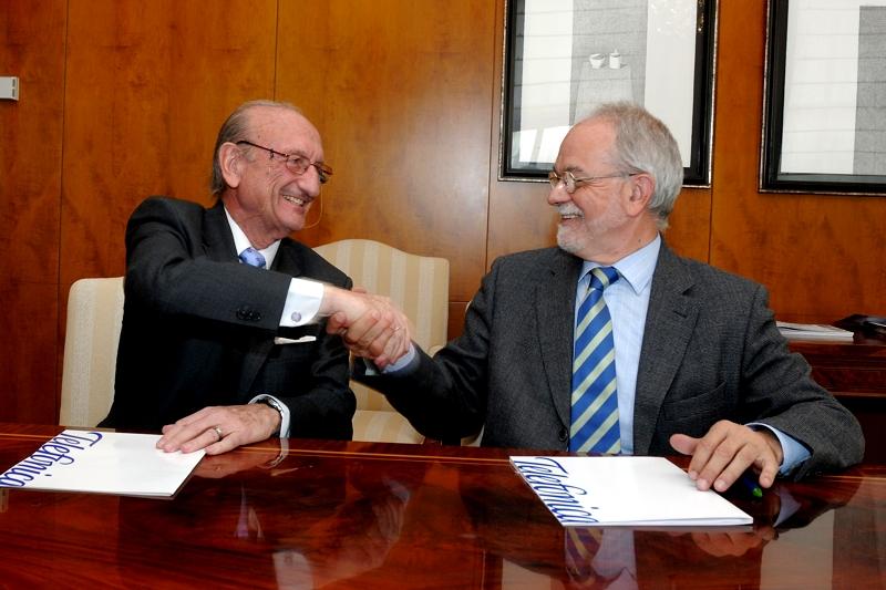 De izquierda a derecha, el presidente de la Asociación Grupo de Mayores de Telefónica (AGMT), Luis Álvarez Rodríguez, y el vicepresidente Ejecutivo de Fundación Telefónica, Javier Nadal.