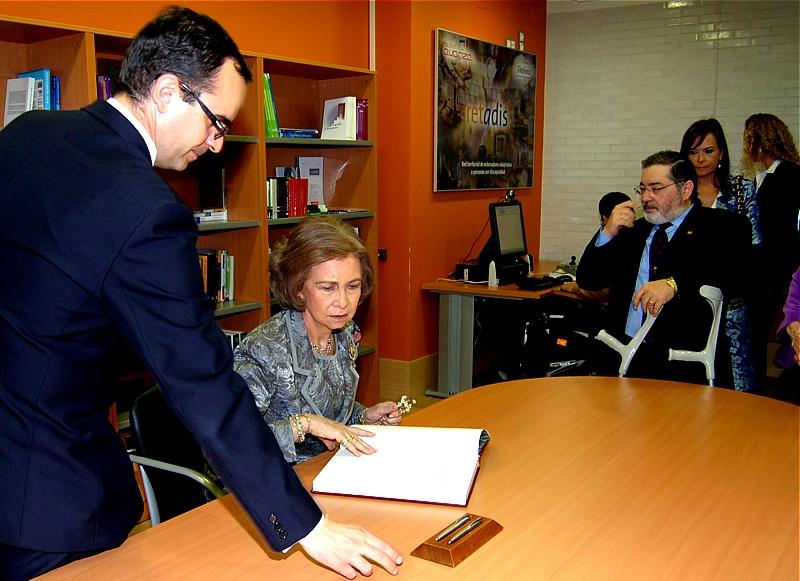 S.M. la Reina Doña Sofía conoció el proyecto Retadis de Fundación Telefónica en el nuevo centro de Cocemfe en Asturias