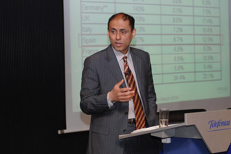 Soumitra Dutta durante la conferencia