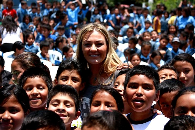 La cantante dedicó unas palabras a los pequeños, en las que destacó la importancia de la educación en el desarrollo profesional de las personas.