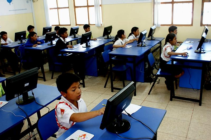 Fundación Telefónica entrega laboratorio informático a escolares de Abancay