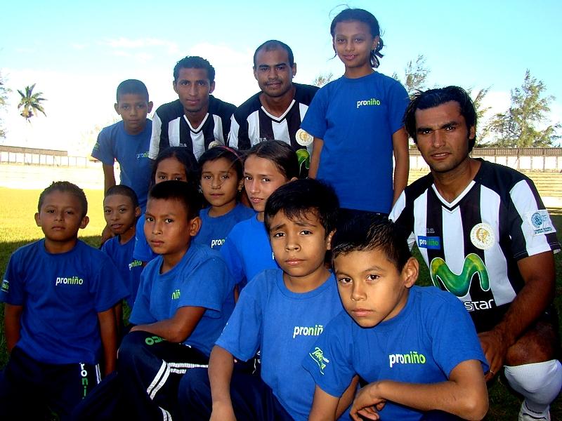 El equipo Diriangén F.C., de primera división en el fútbol nicaragüense, lucirá en su camiseta el logotipo del programa Proniño, de Telefónica, que trabaja a favor de la erradicación progresiva del trabajo infantil.