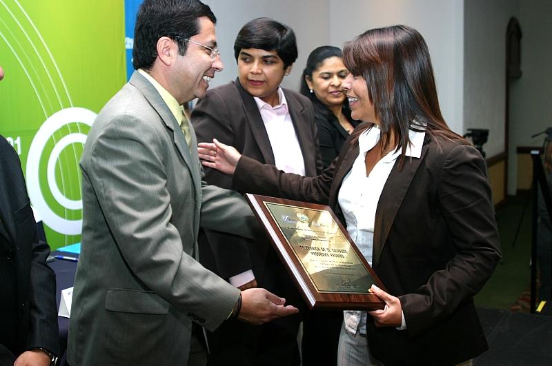El Ministerio de Educación de El Salvador otorga un reconocimiento a Proniño