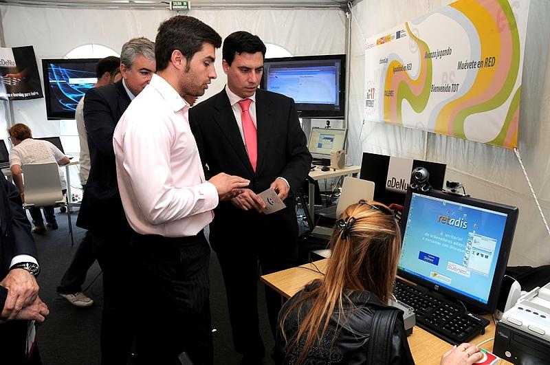 Fundación Telefónica presentó un ordenador adaptado para personas con discapacidad perteneciente al proyecto Retadis, una iniciativa enmarcada en el Plan Avanza que ha  permitido implantar una red de centros equipados con tecnología adaptada para personas con discapacidad en las 17 Comunidades Autónomas y en las dos Ciudades Autónomas de Ceuta y Melilla