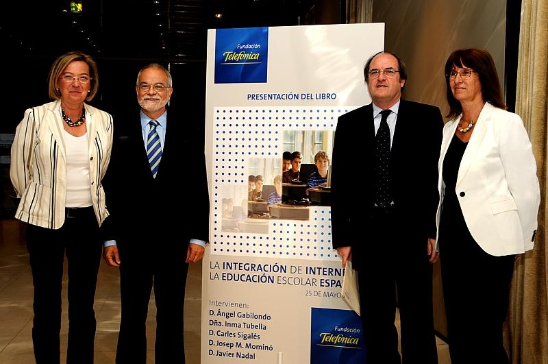 De izqda. a dcha, Secretaria de Estado de Educación, Eva Almunia, el vicepresidente ejecutivo de Fundación.