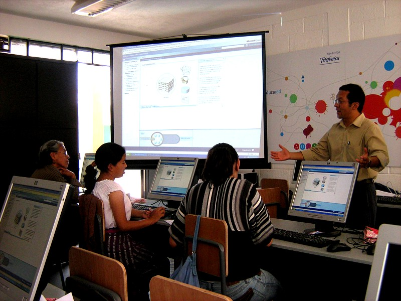 La capacitación  fue impartida en colaboración con Microsoft y la misma cuenta con el aval del Ministerio de Educación guatemalteco