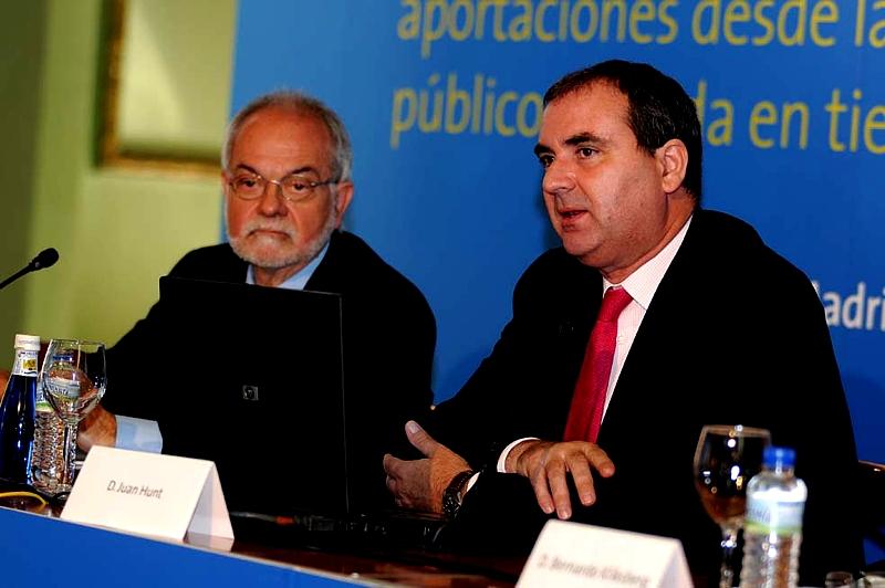 De izquierda a derecha, Javier Nadal, Vicepresidente Ejecutivo de Fundación Telefónica y Juan Hunt, Director de la Oficina de la Organización Internacional del Trabajo (OIT) en España