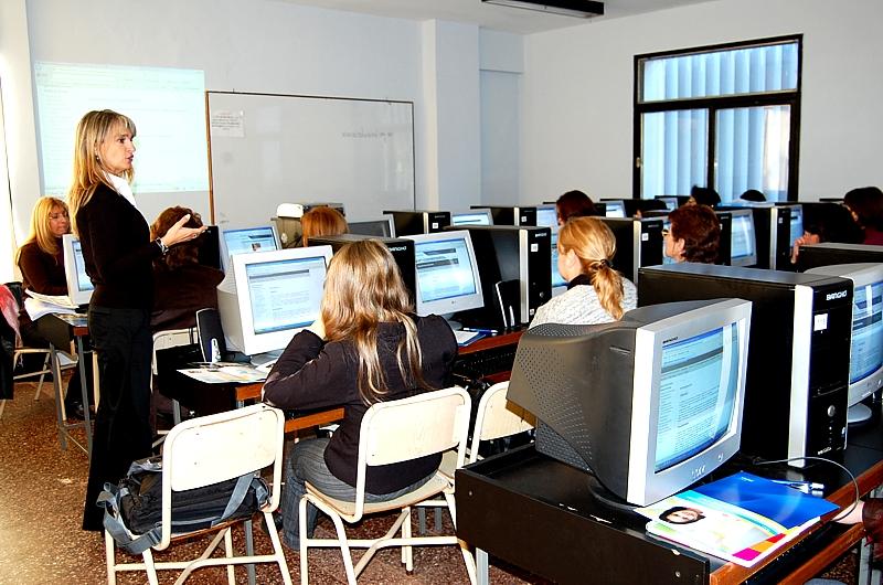 El Ministerio de Cultura y Educación de la provincia argentina de Misiones y Fundación Telefónica capacitan a 360 docentes sobre nuevas tecnologías.