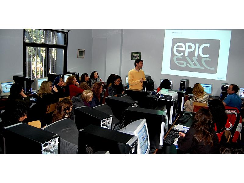 """Los docentes participarán de cuatro talleres -a cargo de reconocidos especialistas de Educared Argentina-, cuyas temáticas abordan el uso que le dan los niños y adolescentes a las pantallas electrónicas; comunidades de aprendizaje; entornos lúdicos y tecnología; y los """"blogs"""" en la educación"""