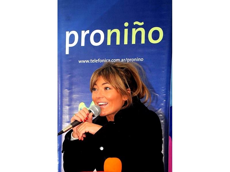 La cantante se presentó en la Argentina en el marco de la Gira Movistar Música, que recorrerá 11 países de la región, destinando parte de lo recaudado a Proniño