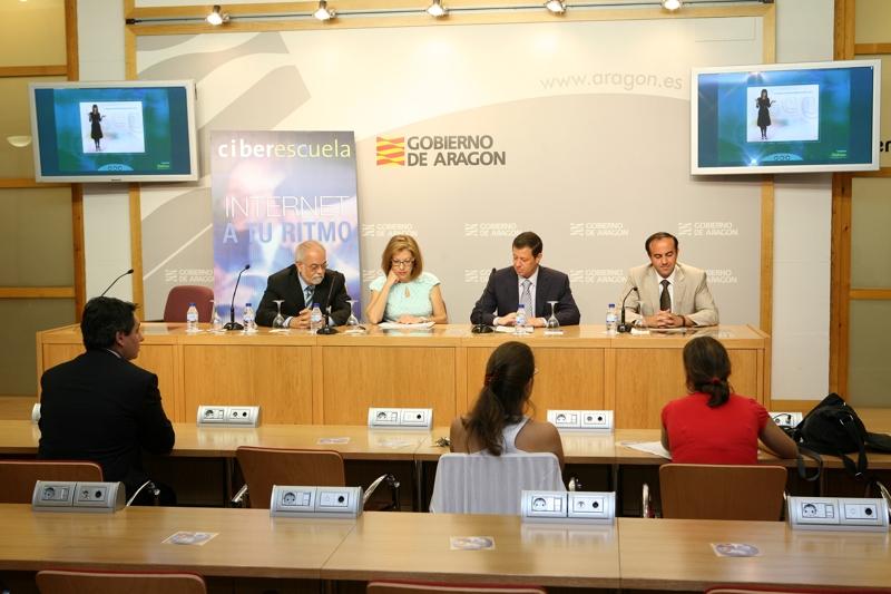 El Departamento de Ciencia y Tecnología del Gobierno de Aragón y Fundación Telefónica han firmado hoy un convenio de colaboración con el objetivo de impulsar el uso de Internet y reducir la brecha digital