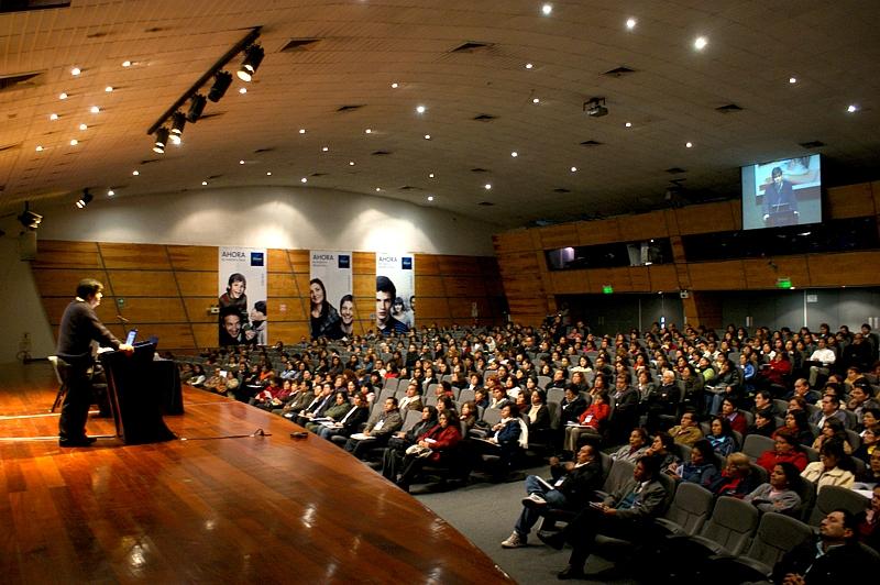 Fundación Telefónica y Ministerio de Educación Peruano capacitaron a más de 550 docentes limeños