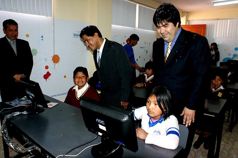 Fundación Telefónica entrega laboratorio informático a escolares de la ciudad peruana de Cusco