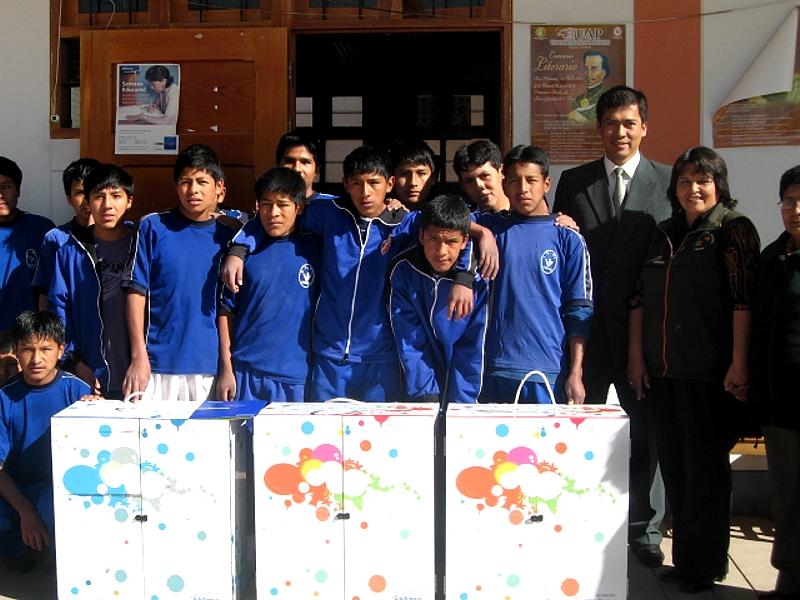 """Alumnos del colegio """"Viva El Perú"""""""