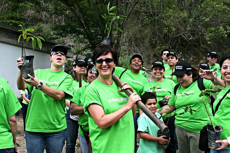 Voluntarios de Telefónica en Venezuela participaron en la I Jornada de Reforestación del Parque Caiza.