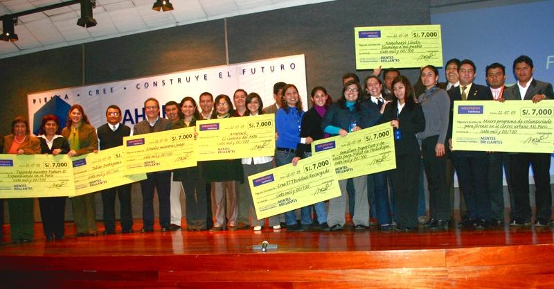 Los equipos ganadores de Lima: Artitreck, CreaTITEvidad, Estudio mientras juego, Kancharyi Llacta, Mi Perú, Semillero del Futuro, Protégeme, Tejiendo nuestro futuro