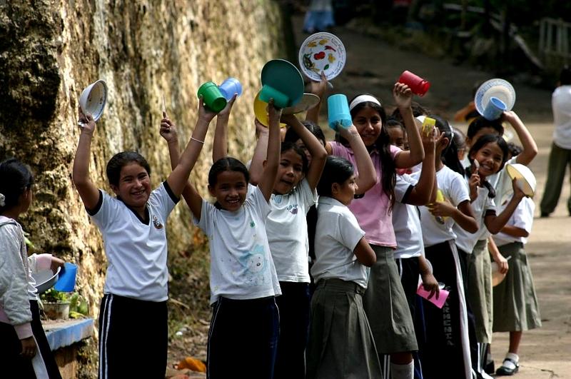 Organizado y ejecutado por el Voluntariado, Manos Amigas Proniño reúne mensualmente víveres para llevar a los alumnos de las Aulas de Nivelación