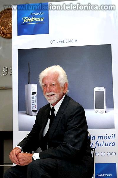 Martin Cooper es considerado el padre del teléfono móvil.