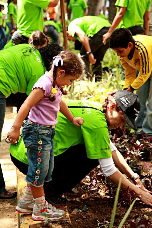 Un nutrido grupo de empleados de movistar que forma parte del Voluntariado Telefónica en Venezuela, participó el sábado 6 de septiembre, en compañía de sus familiares, en una jornada ecológica para la recuperación de áreas verdes en el Municipio Chacao  de la ciudad de Caracas
