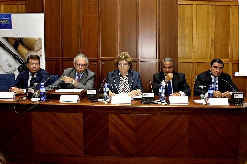 Entre las conclusiones más destacadas del curso se encuentra la opinión general entre los ponentes de que las TIC no van a solucionar todos los problemas de la Justicia en España, pero que sin ellas esos problemas no se podrán solucionar