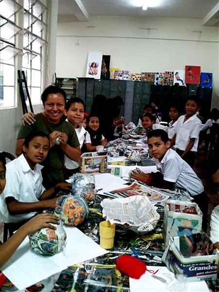 CompARTE fue creado por artistas y pedagogos comprometidos en la educación, que desean transmitir a los alumnos sus conocimientos sobre el  arte de una forma entretenida y original