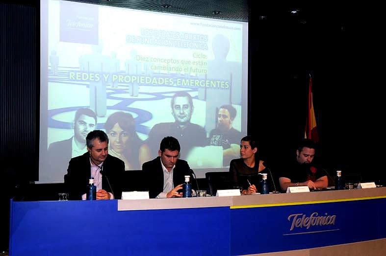 Han acompañado al conferenciante en una mesa redonda moderada por la periodista Mara Torres y posterior a la conferencia el director de comunicación de Tuenti, Ícaro Moyano, y el director general de Cink y blogger económico, Marc Vidal
