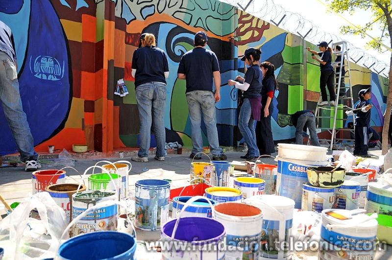 En Buenos Aires se pintó una de las paredes del Centro Logístico de la empresa en Avellaneda