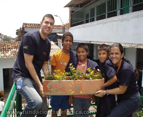 Son 320 niños de siete colegios de Bogotá, Barranquilla, Cali, Ibagué, Medellín y Neiva que vivieron una jornada lúdica en la que sembraron árboles y huertas escolares.