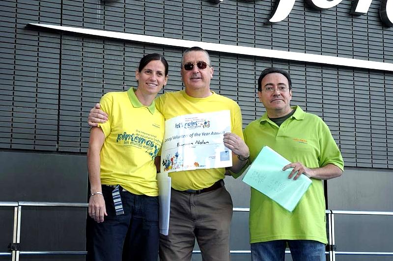 José Félix Dones (a la dcha.), Responsable del programa de Voluntarios Telefónica en España, hizo público el reconocimiento a los 11 mejores proyectos del programa en España, resto de Europa y Latinoamérica