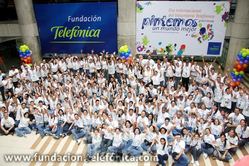 """Con el slogan: """"pintemos un mundo mejor"""", centenares de empleados de Telefónica Movistar visitaron escuelas y hospitales en las diferentes regiones de Venezuela"""