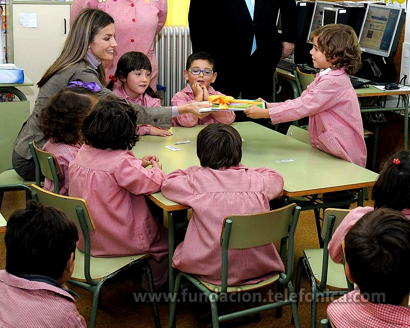S.A.R La Princesa de Asturias manifiesta su compromiso con las tecnologías en la educación visitando el C.P. San Félix de Candás, Centro Modelo Educared de Fundación Telefónica