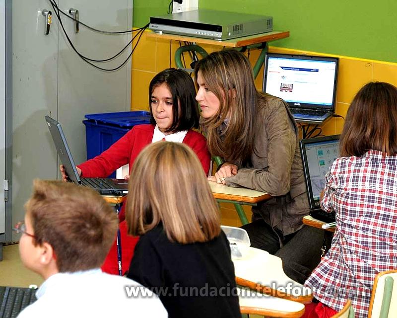 Su Alteza Real la Princesa de Asturias, Doña Letizia Ortiz, ha visitado esta mañana el C.P San Félix de Candás (Asturias), un colegio público que forma parte del proyecto Centros Modelo de EducaRed puesto en marcha por Fundación Telefónica