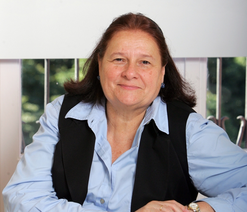Ana María Llopis es una conocida y reconocida directiva con una dilatada experiencia en el lanzamiento de proyectos en la edad dorada de los negocios en la Red (OpenBank, Open Value, Viaplus), los felices noventa.
