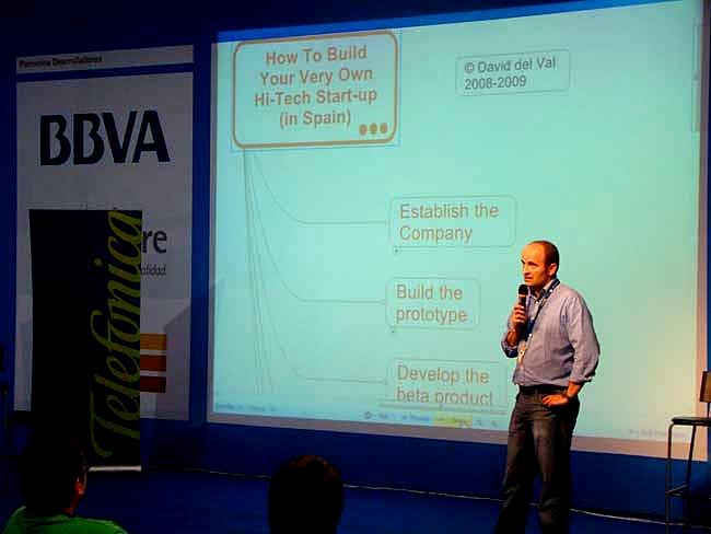 David del Val, emprendedor de éxito que vivió en  primera persona su propia aventura empresarial en plena burbuja de las puntocom, es director de servicios para el cliente final en Telefónica desde 2008