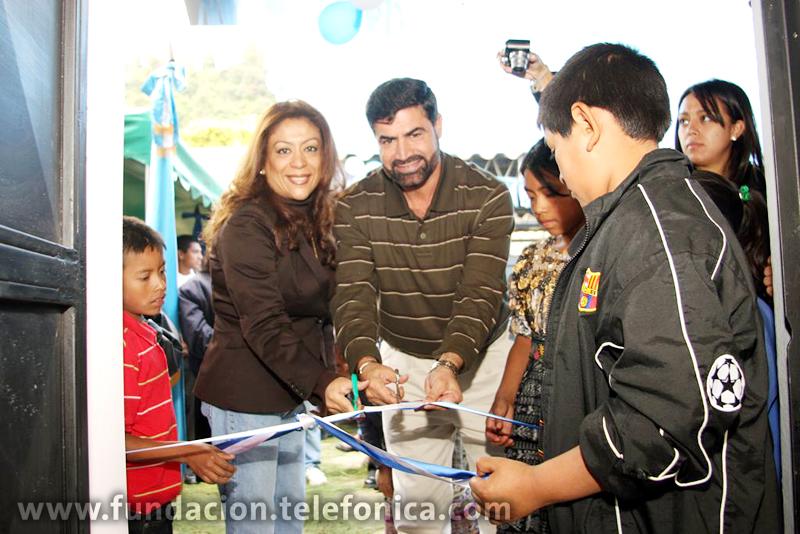 La ceremonia de inauguración del Laboratorio Informático estuvo a cargo de representantes de Telefónica, de personal de Fundación Juan Francisco García Comparini y autoridades educativas de la escuela beneficiado.