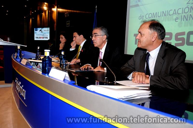 de izda. a dcha. Isabel Aguilera, de Indra; Sebastián Muriel, de Red.es; Antonio Castillo; y Luis Lada, de la Real Academia de Ingeniería