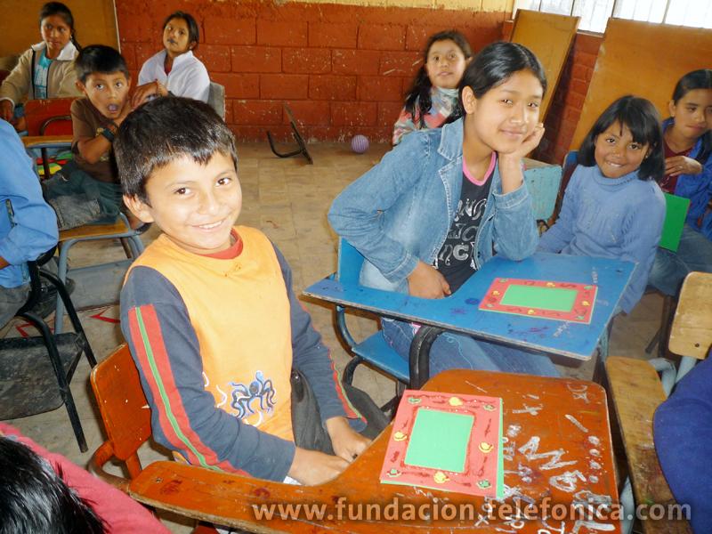 Los niños acuden a sus escuelas a elaborar  manualidades, practicar deportes, aprender sobre música y participar en talleres de pintura.