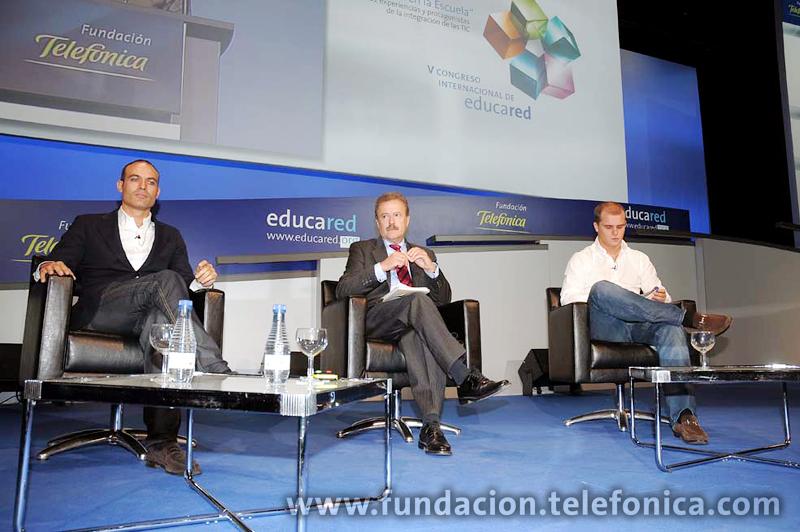 Entre las diferentes ponencias y presentaciones de la segunda jornada del V Congreso Internacional de Educared, ha destacado la mesa redonda que moderada por el periodista Manuel Campo Vidal ha abordado el tema de las redes sociales y su aplicación a la educación