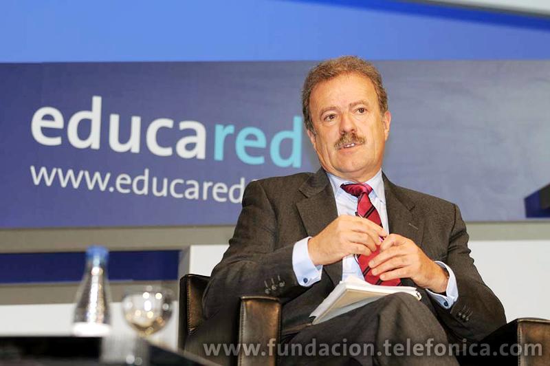 El periodista Manuel Campo Vidal moderó la mesa redonda dedicada a la aplicación de las redes sociales en la educación