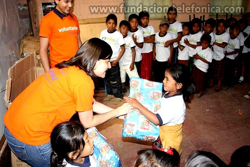 Fundación Telefónica en Guatemala celebra la navidad con los niños Proniño