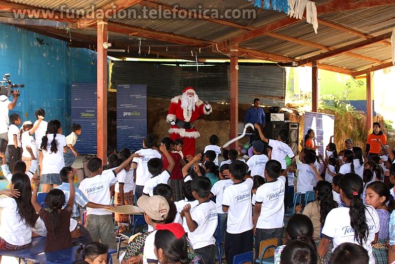 El Show de Santa Claus ánimo a todos los presentes y los invitó a formar parte en las actividades y dinámicas que se tenían organizadas