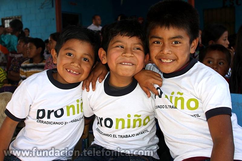 Este año, el programa Proniño de la Fundación Telefónica beneficiará a más de 12,500 niños y niñas en 11 departamentos del país.